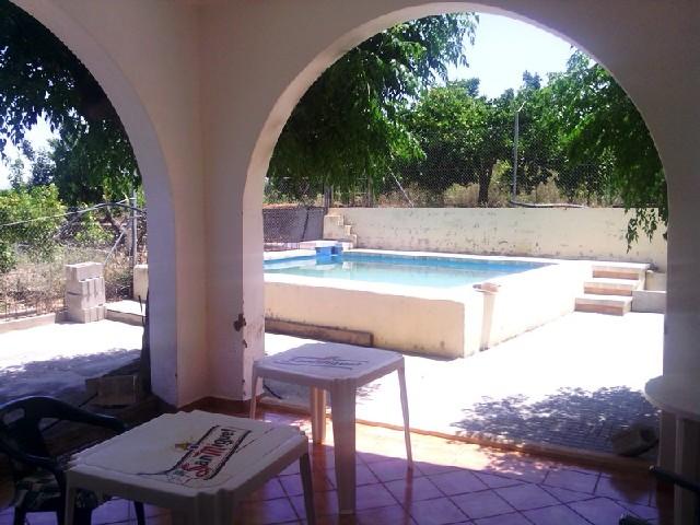 Casa de campo con piscina en cotes inmobiliaria llagaria for Apartamentos con piscina en valencia